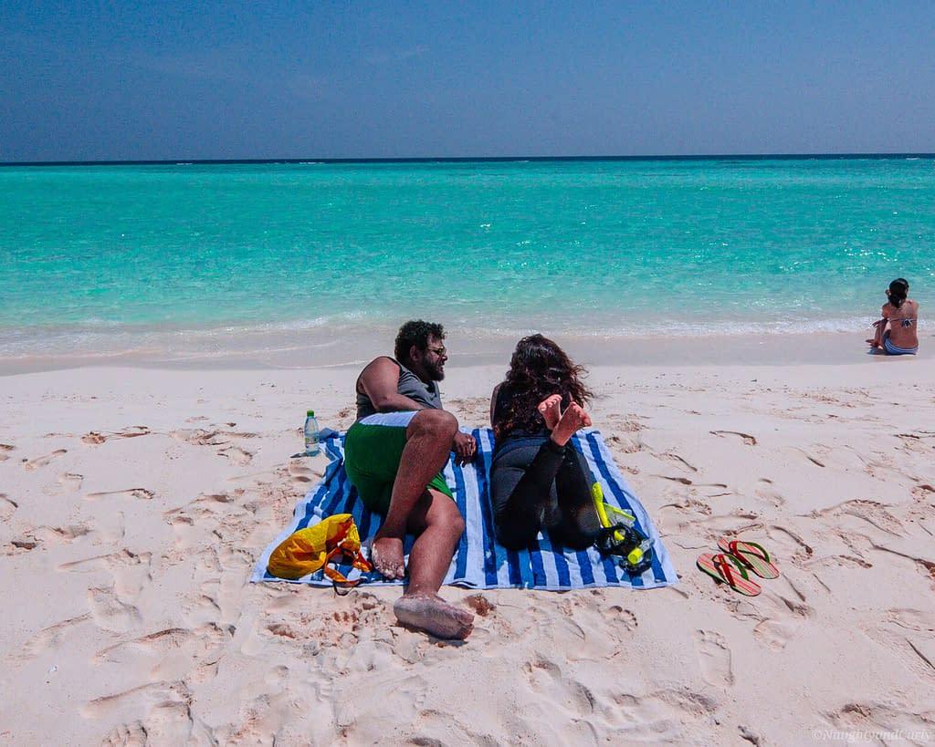 rasdhoo_sandbank_maldives_coupletraveler