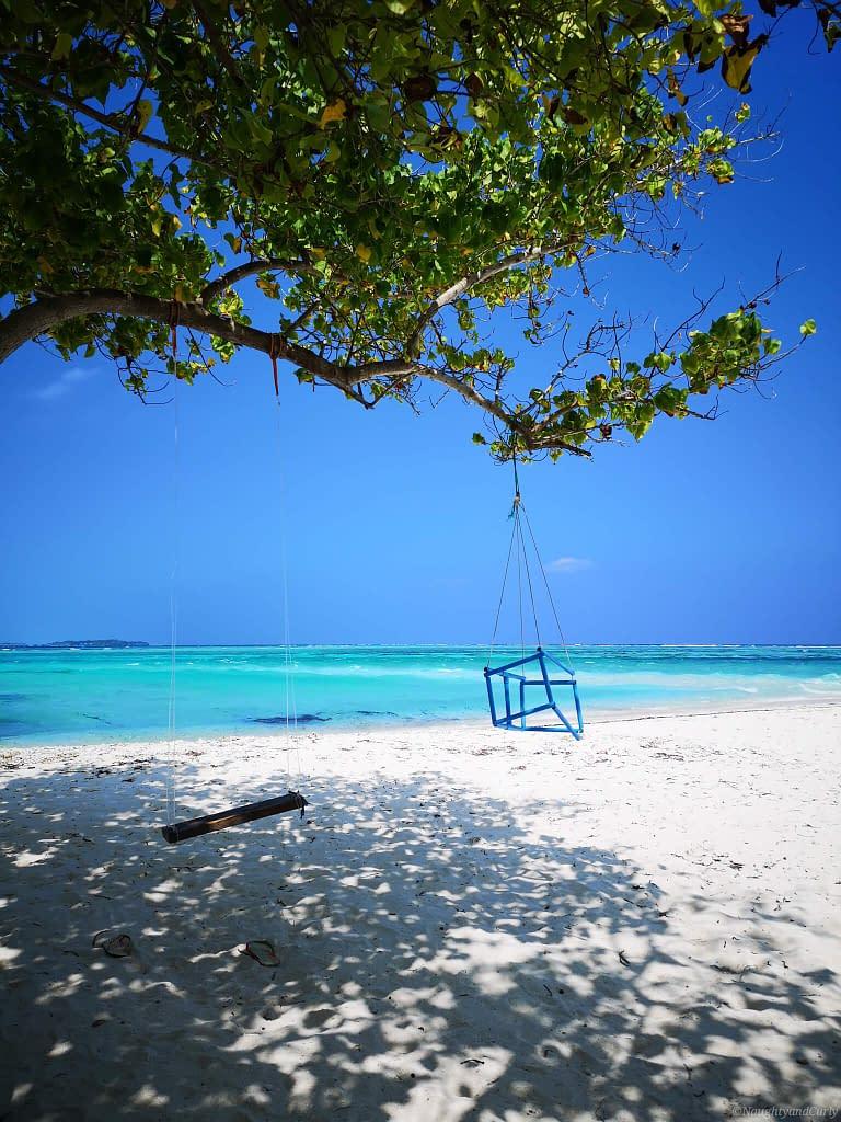 beach_maafushi_swing_maldives