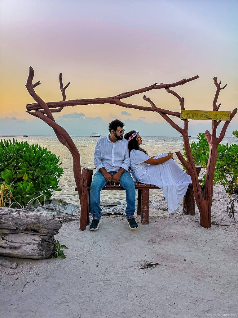Maldives_Sunset_Travel couple