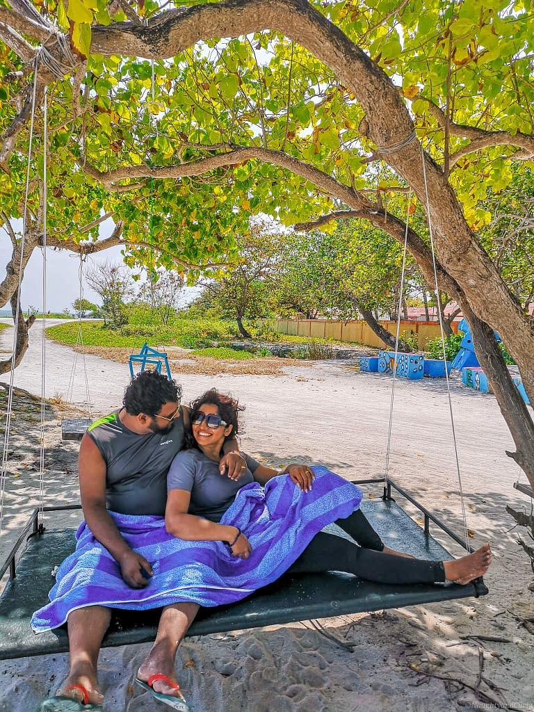 swing_coupletraveler_maafushi_maldives