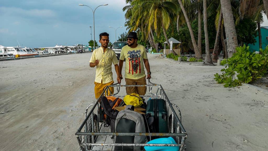 luggagecarrier_maafushi_maldives