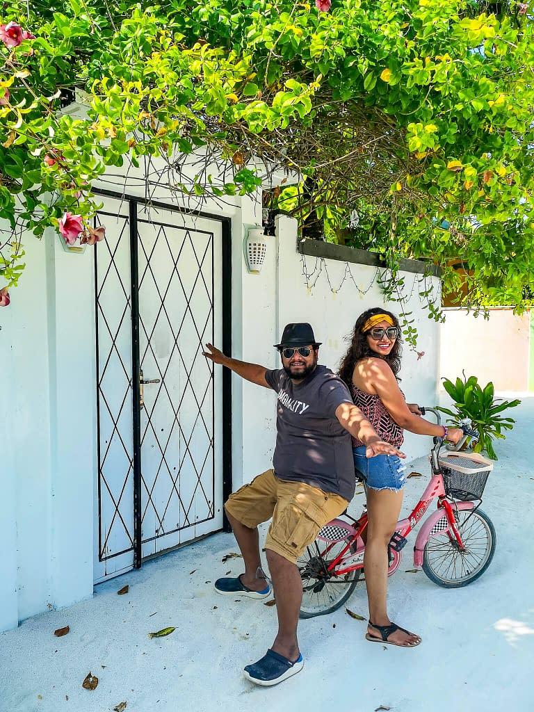 cycling_travelcouple_maafushi_maldives
