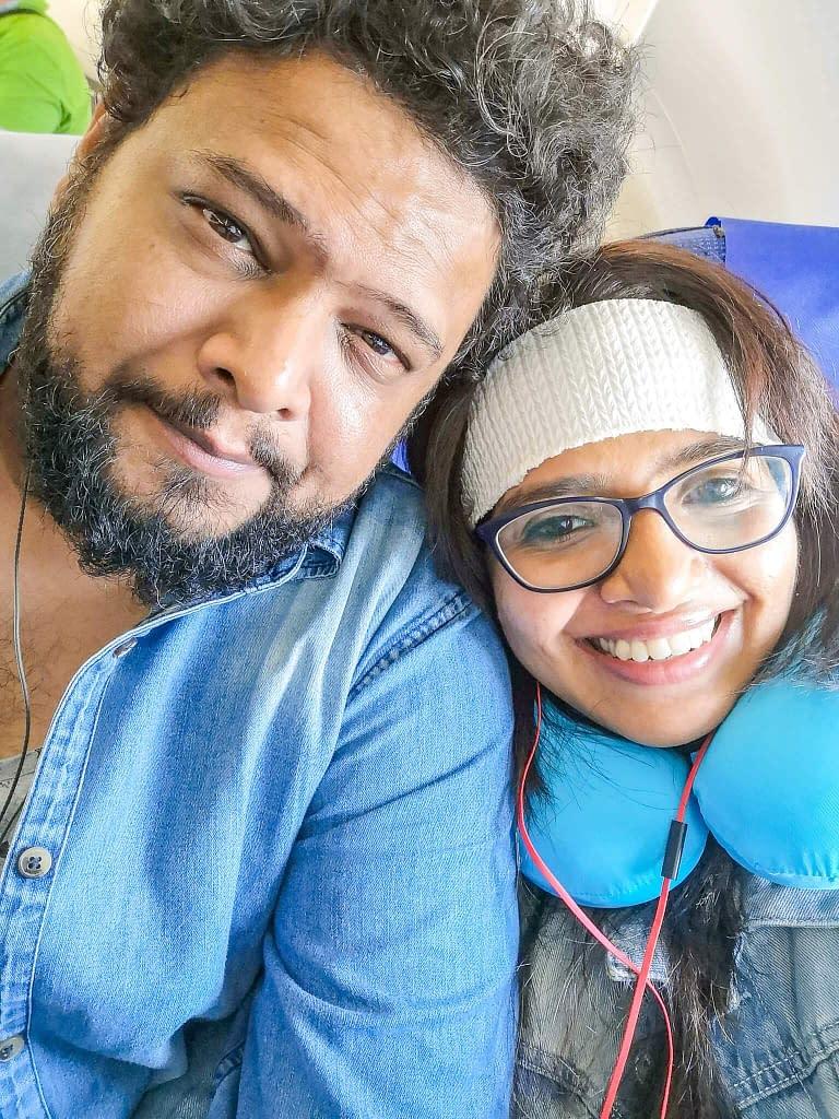 selfie_flight_couple
